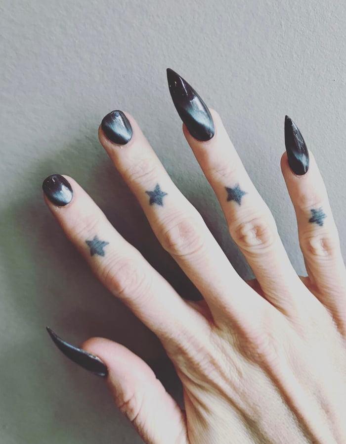 Lesbian nails