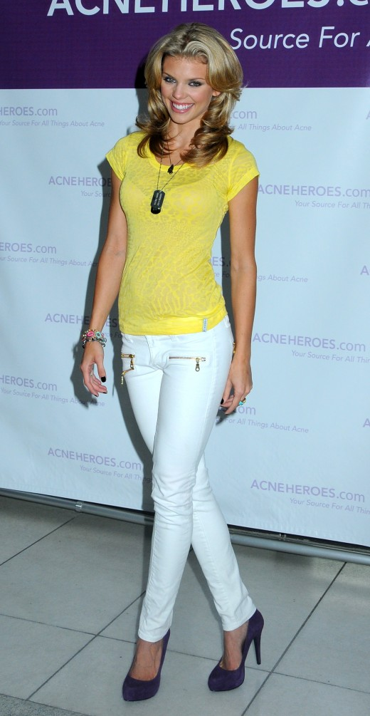 Celebrities in white skinny jeans