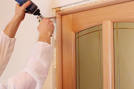 Запенивание дверного короба