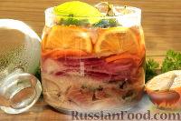 Фото к рецепту: Маринованная селедка с овощами, лимоном и имбирем