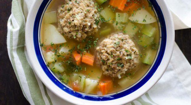 Суп с фрикадельками на курином бульоне