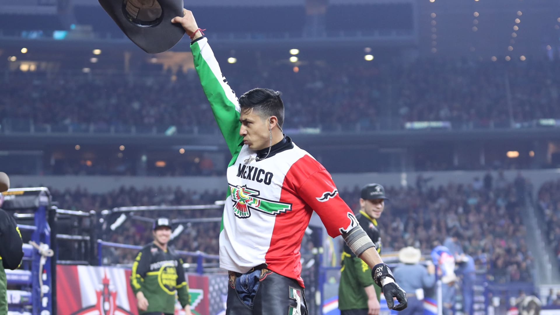 Alvarez helping put Mexico in position for record finish