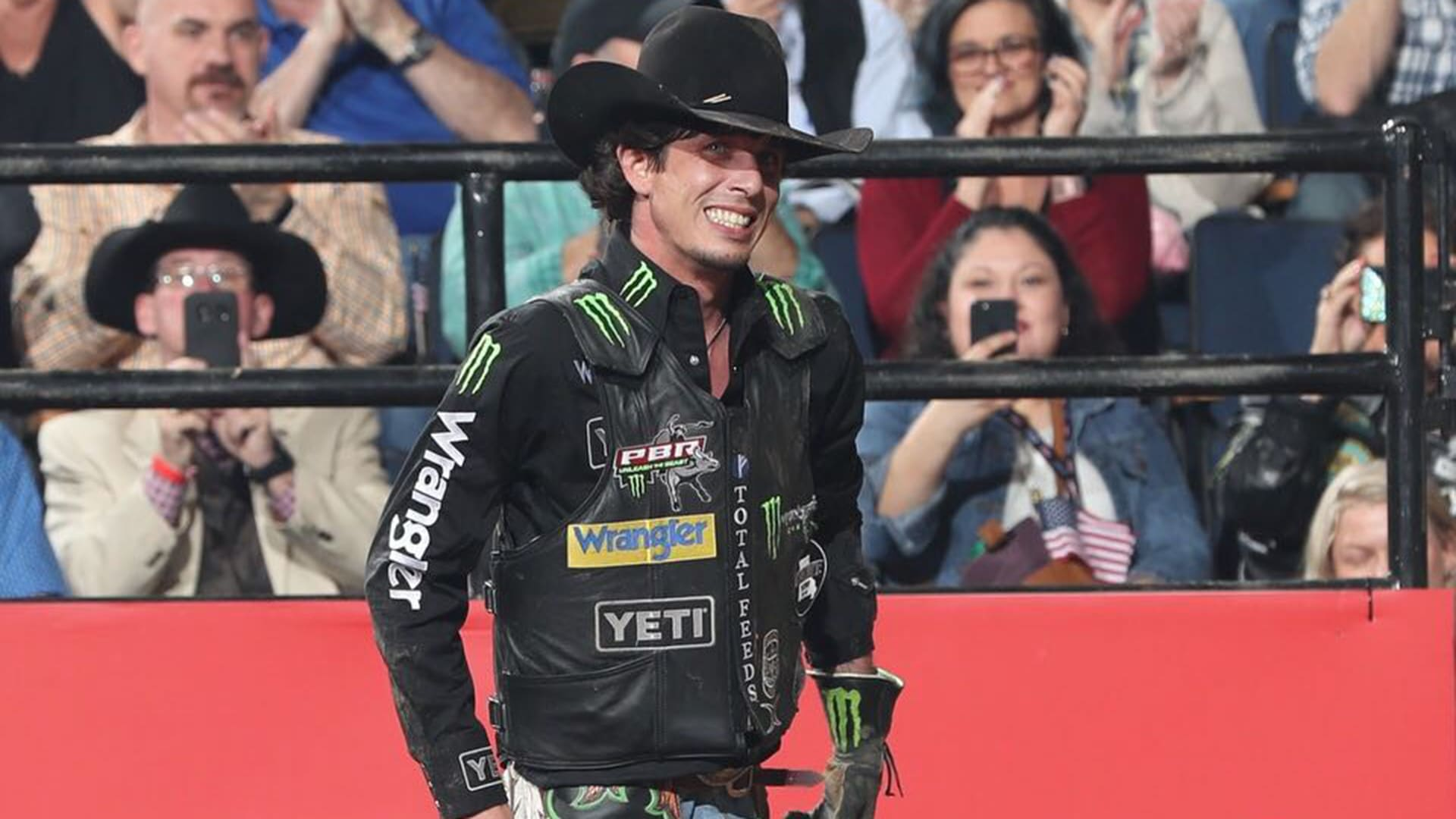 Mauney ties Lee for second-most rides in PBR history