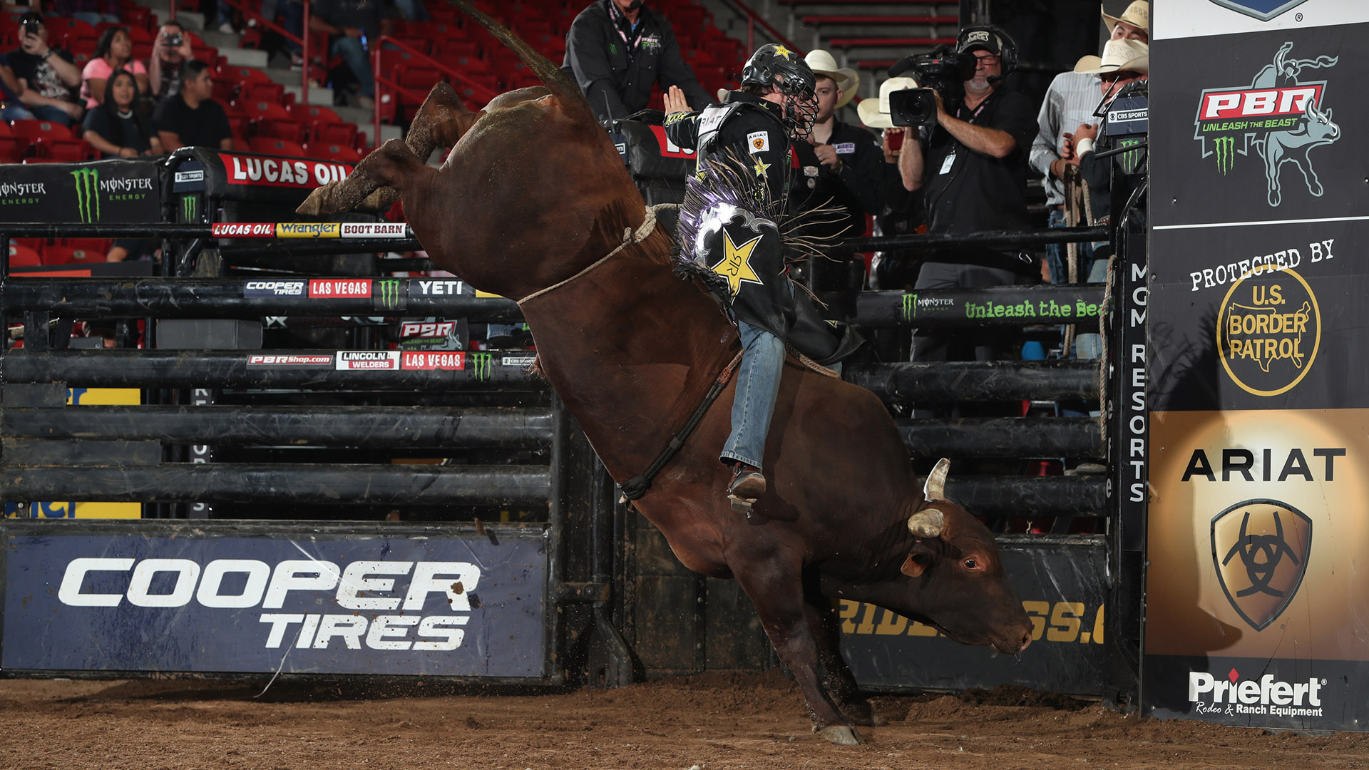 Triplett hits hole in one with Round 2 win in Albuquerque