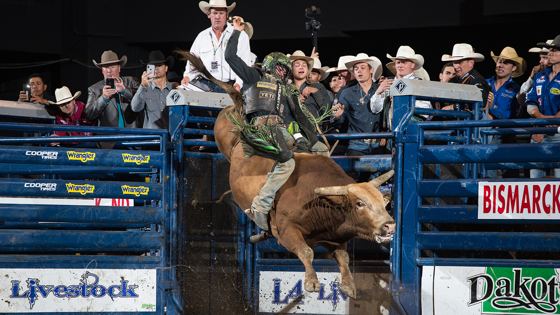 Heroics in Bismarck: Outlaw leads Team Cooper Tires to victory during memorable night of eight 90-point rides