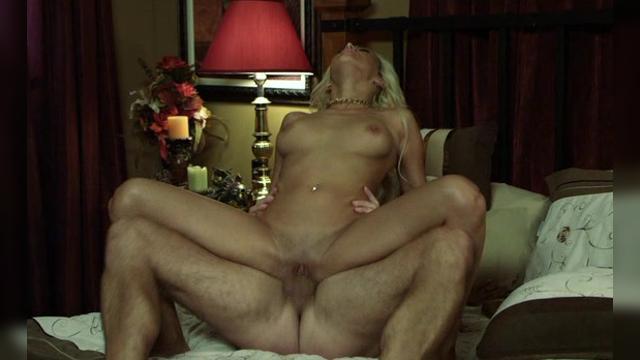 Порно видео наблюдает