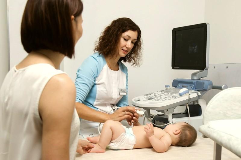 Каких врачей проходят новорождённые в один месяц?