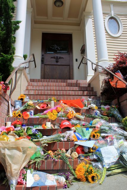 Flowers for Robin Williams outside the Mrs Doubtfire House