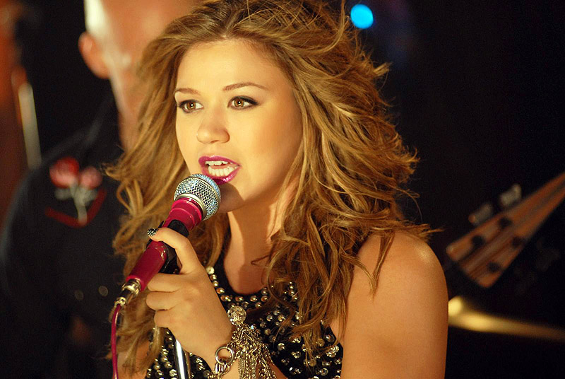 Kelly clarkson fort campbell