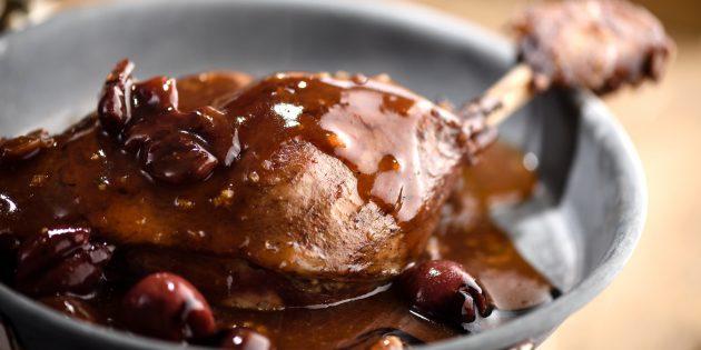 Рецепты утки в духовке: Как приготовить утиные ножки в красном вине
