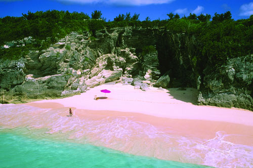 What beach has pink sand in bermuda