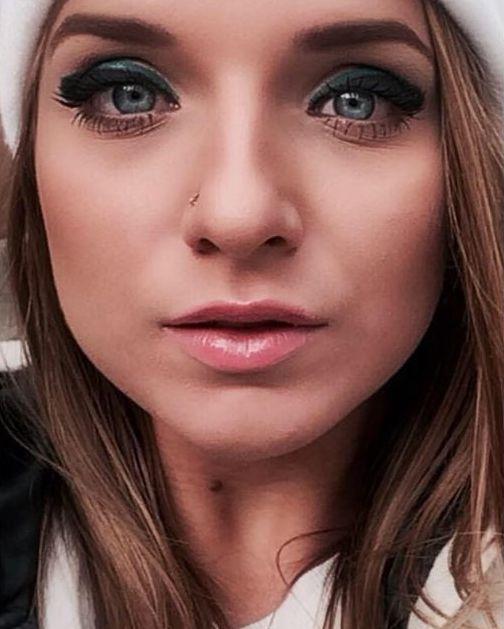 Родители челябинской порноактрисы Владиславы Затягаловой (Sofi Goldfinger) избили ее, узнав в каких фильмах она снимается (14 фото)