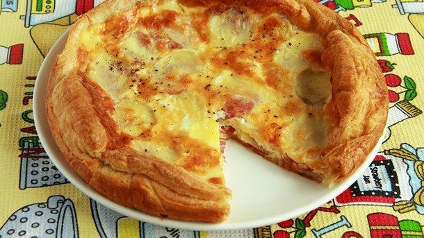 Слоеное тесто колбаса и сыр