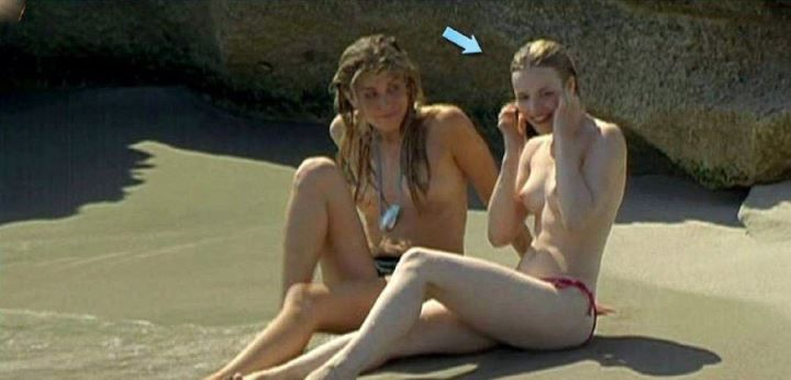 Рэйчел МакАдамс топлес на пляже