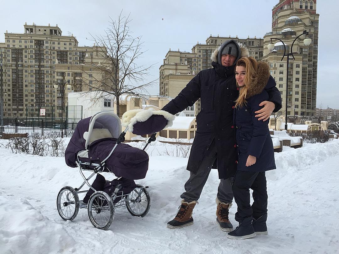 Ксения Бородина гуляет с мужем фото