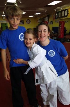 students in kids karate at Han Lee's Taekwondo