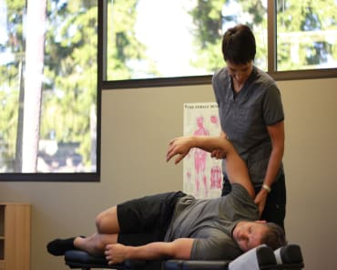 Soft Tissue Mobilization in Edmonds - Head 2 Toe Spine & Sports Therapy