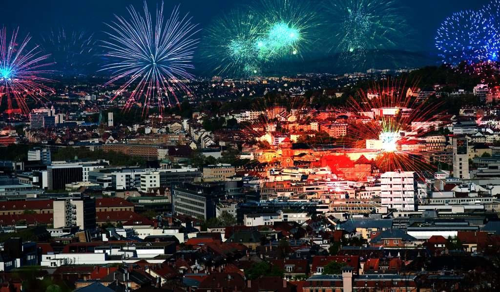 Feuerwerk über Stuttgart für einen guten Start ins Jahr 2016