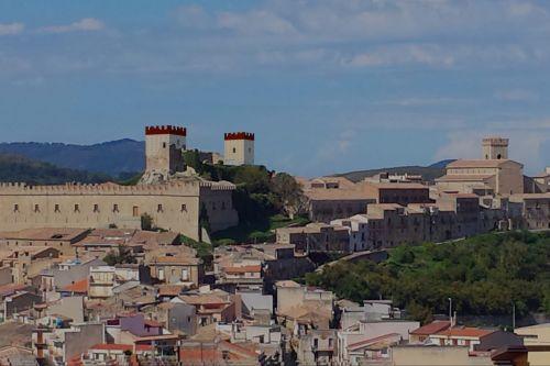 Restauro castello svevo aragonese massimiliano mobilia for Mobilia italia