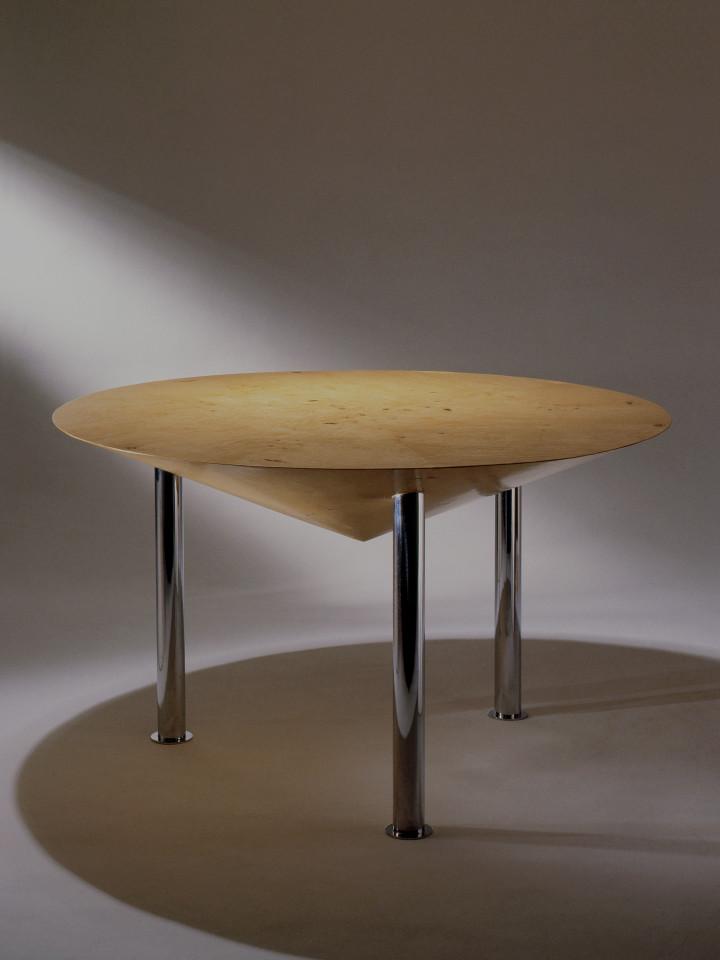 Candida Tabet Arquitetura · SAIGON table