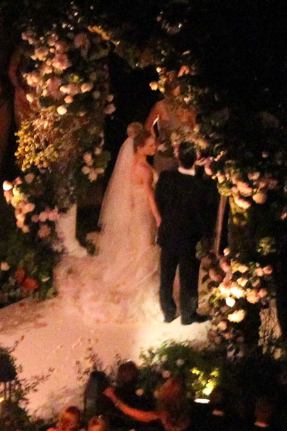 Pictures of hilary duff wedding