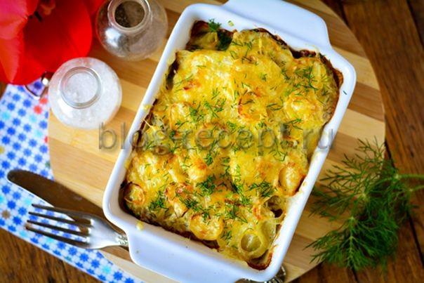Картофель в духовке со сметаной и сыром