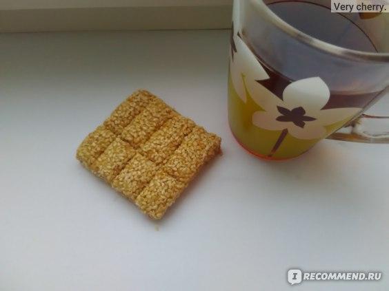 Чай с кунжутным козинаком.
