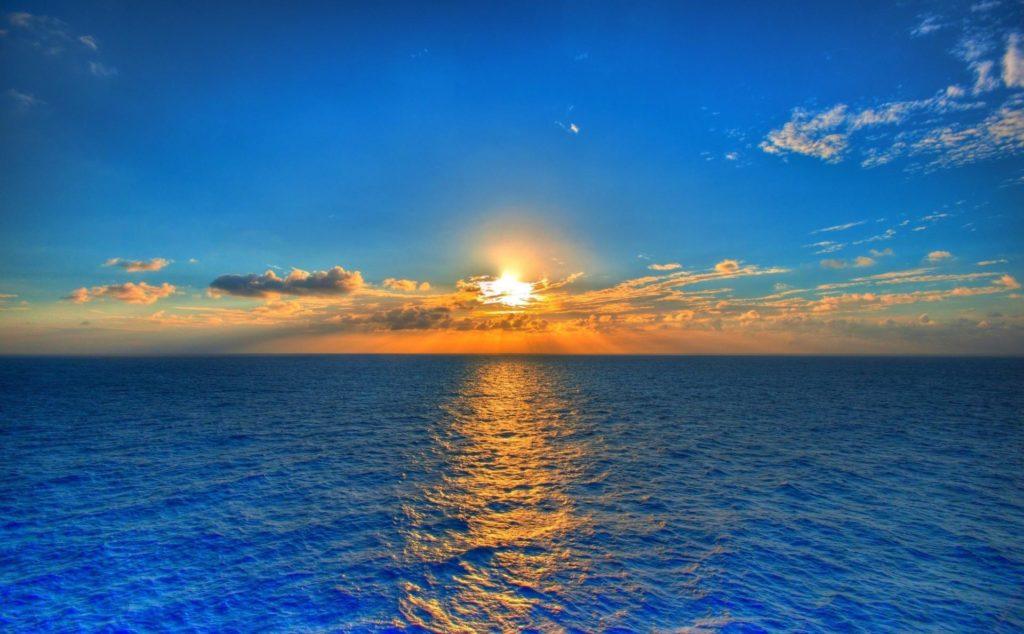 рассвет над океаном