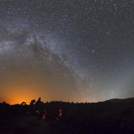 Vía Láctea y luz zodiacal en La Palma