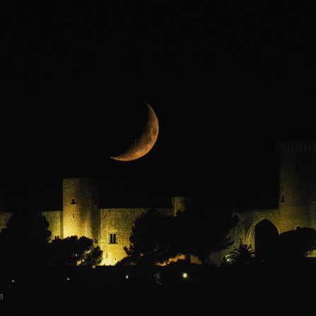 Luna y castillo de Bellver