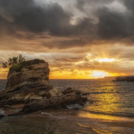 Playa El Camello, La Peña Vieja