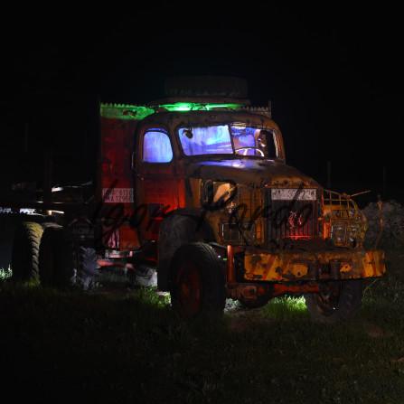 Camion en la noche