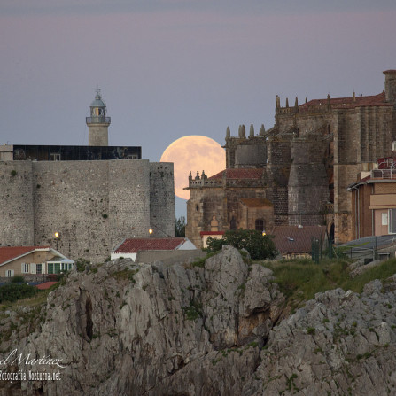 La luna llena del Solsticio de Verano desde Castro Urdiales