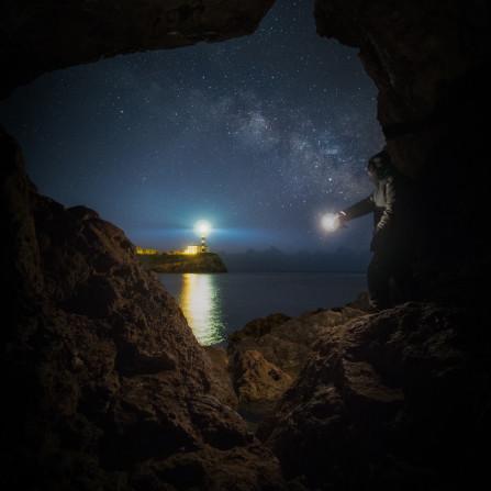 Iluminando el Faro de Portocolom