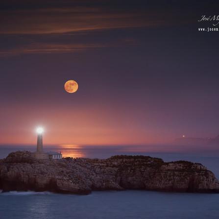 Faro e Isla de Mouro (Santander)