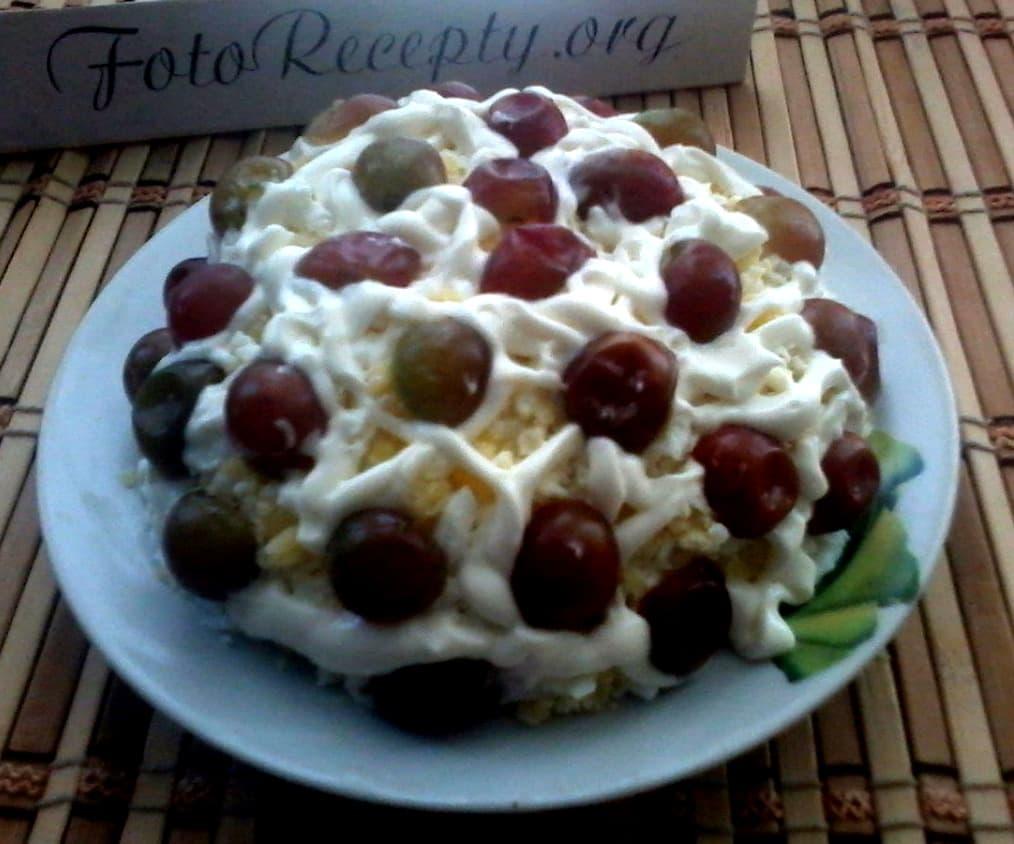 6. Салат с виноградом и курицей - готовое блюдо.jpg