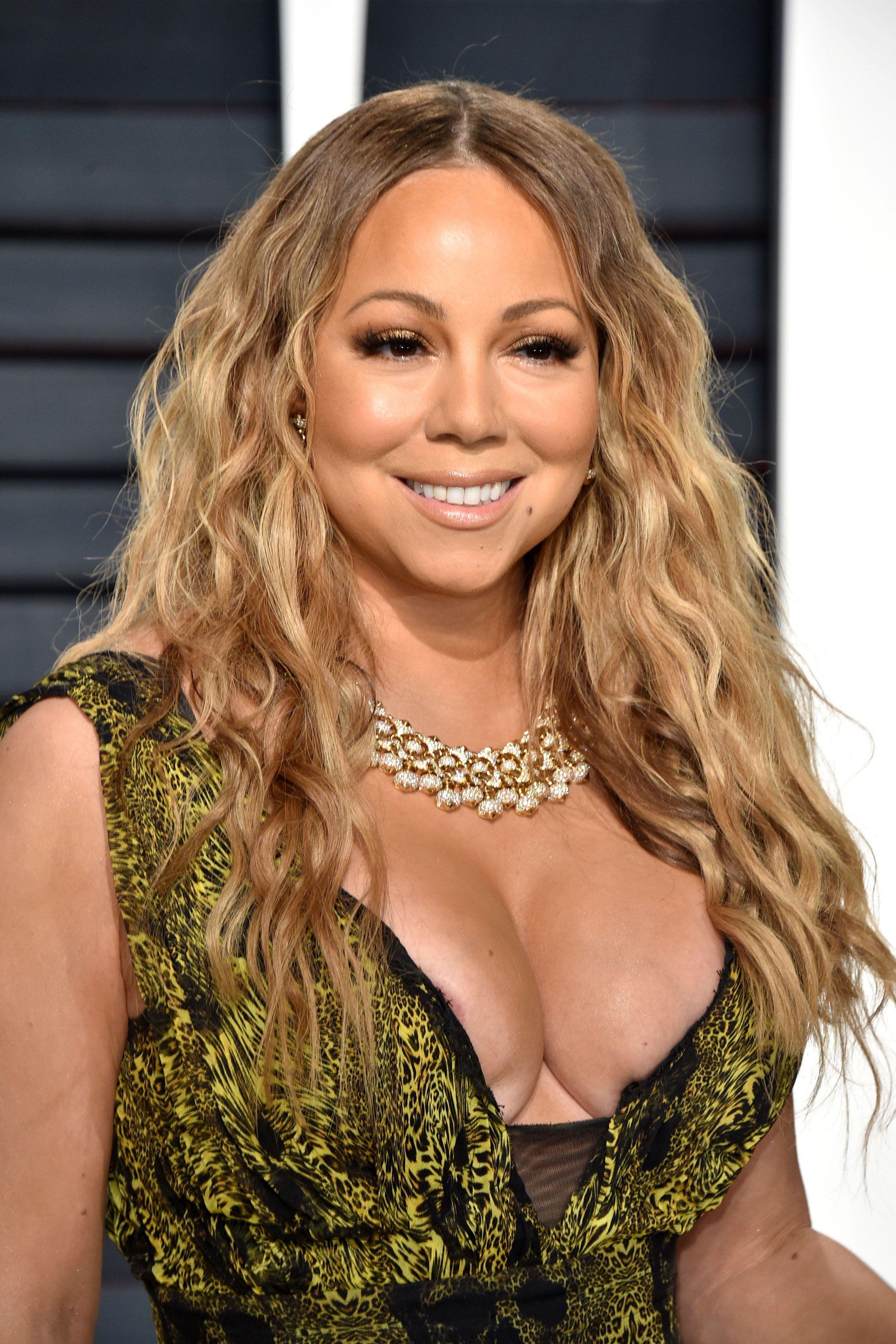 Female celebrities nipple slips