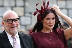 Деми Мур в эффектном образе стала гостьей свадьбы принцессы Евгении и Джека Бруксбэнка