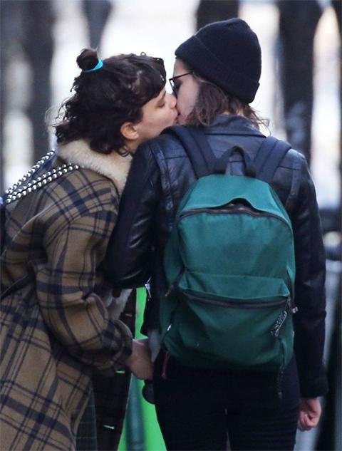 кристен стюарт целуется с девушкой