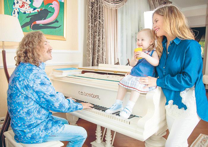 Звездные родители с самого детства стараются приучать Веронику к музыке