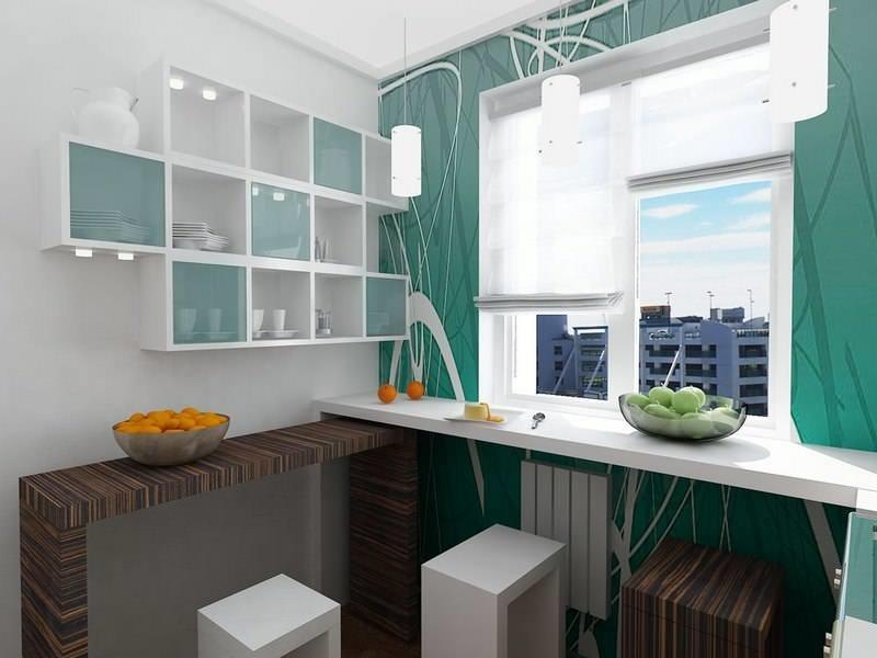 Для небольшой семьи обеденной зоной в маленькой кухне может стать столешница, установленная в зоне окна