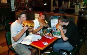 Що робити якщо людина подавився їжею