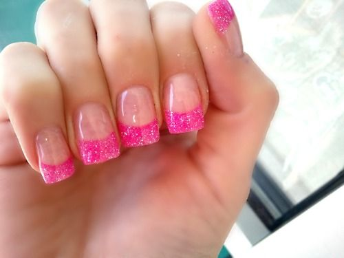 Fake nails with colored tips