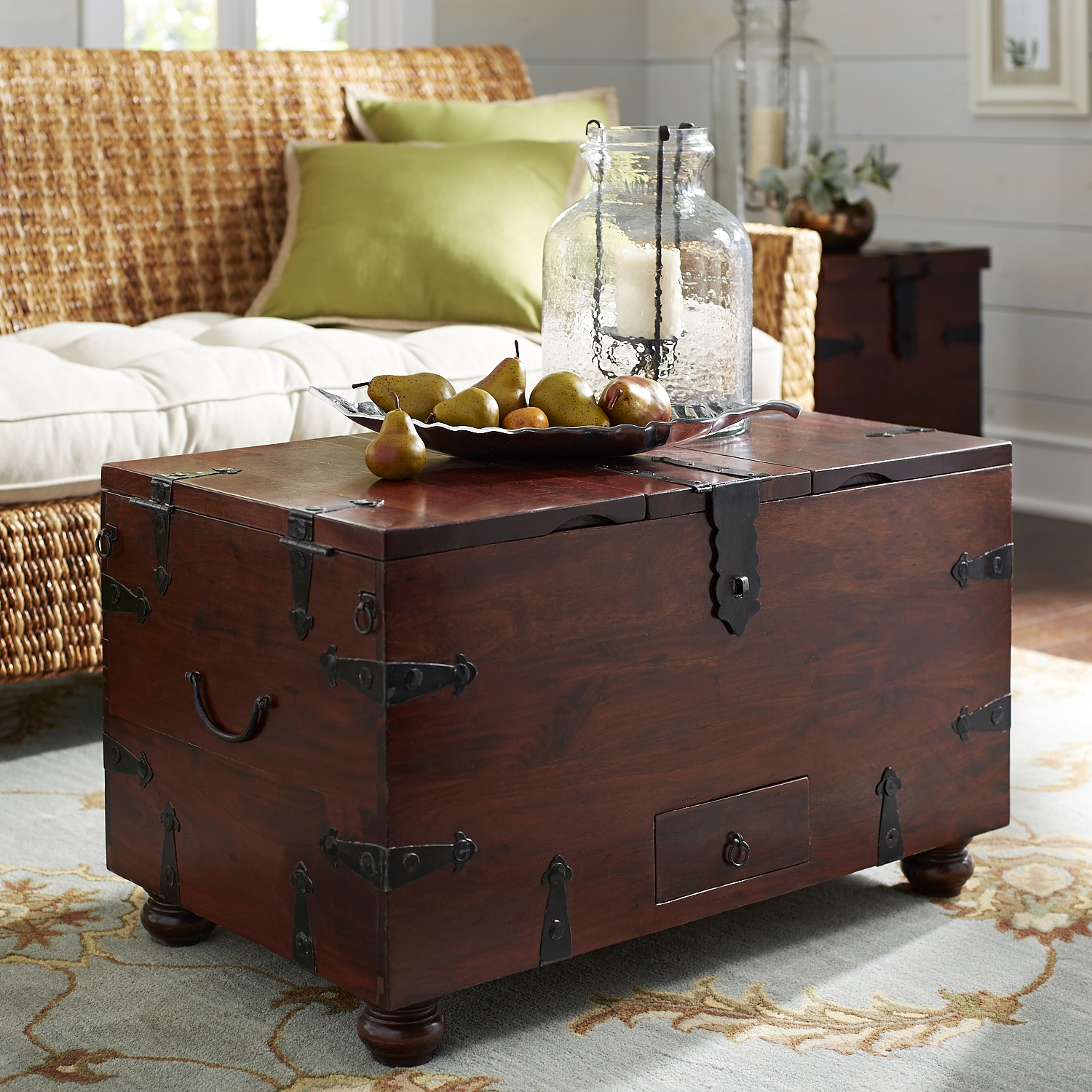 Ridgeway Trunk with Wine Storage