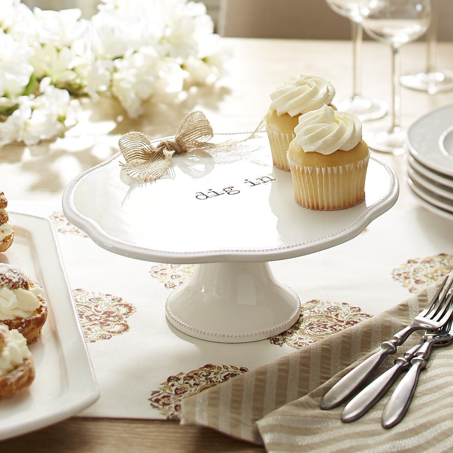 Farmhouse Dig In Cake Stand