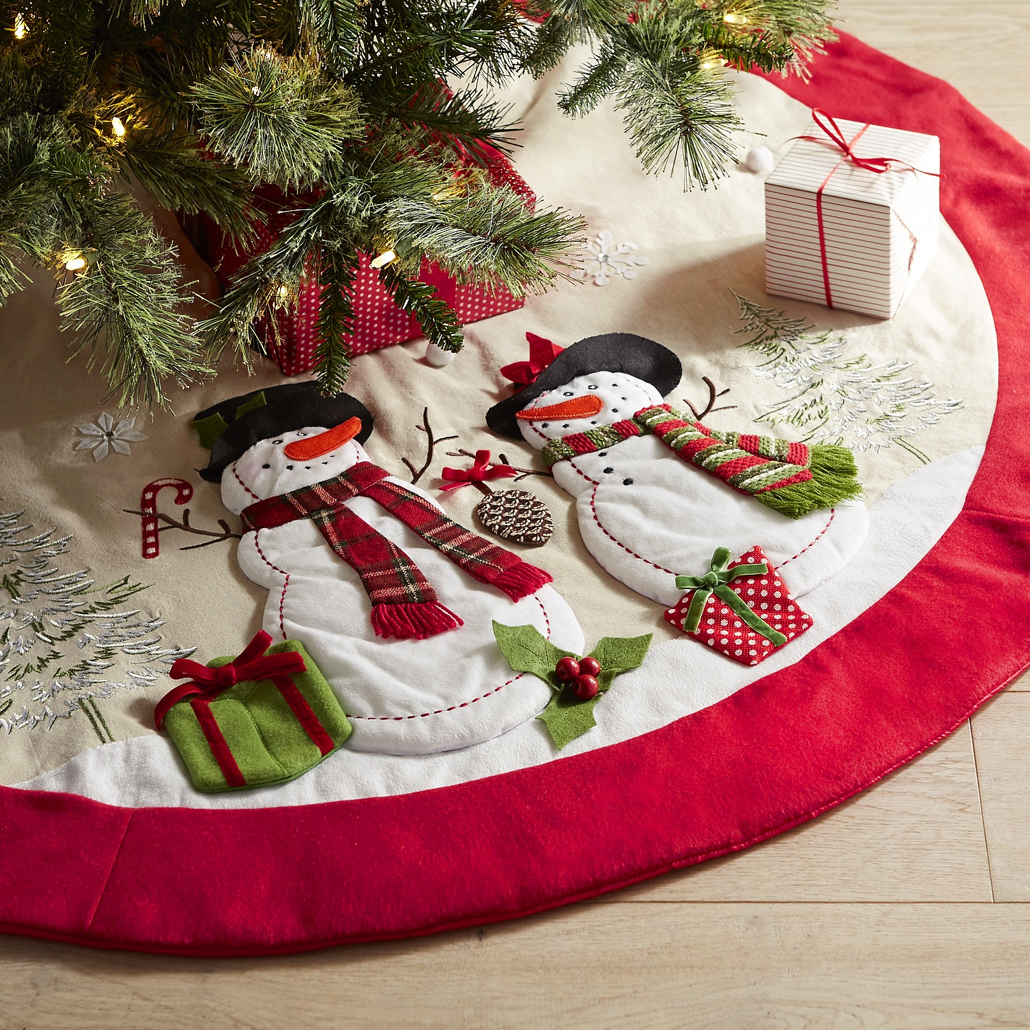 Snowmen Winter Scene Embroidered Tree Skirt