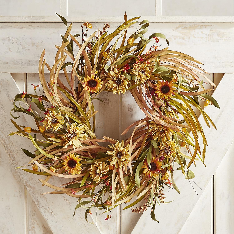 """Faux Grass & Mum 25"""" Wreath"""