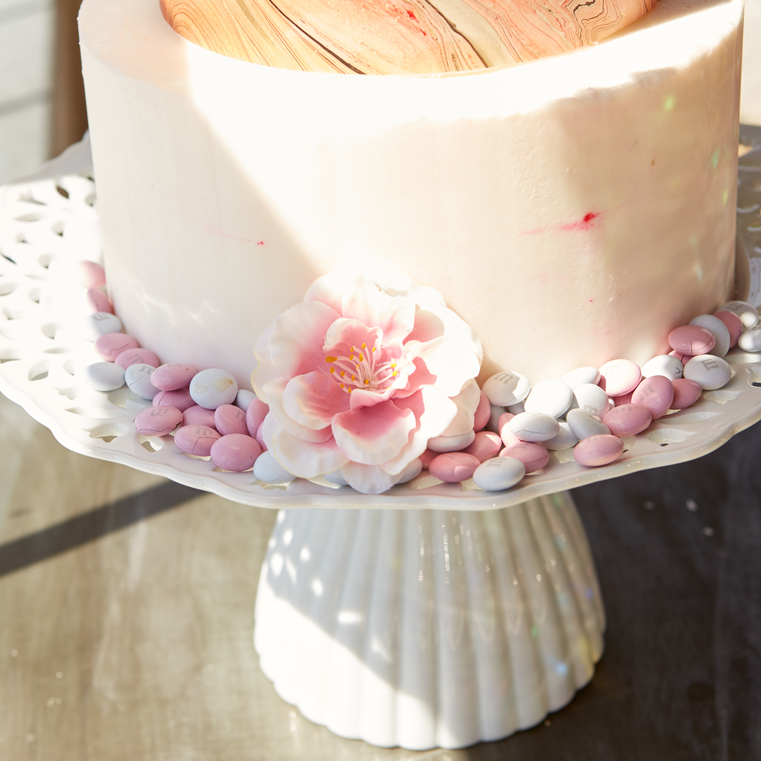 Lacey Hand-Molded Scalloped White Cake Stand