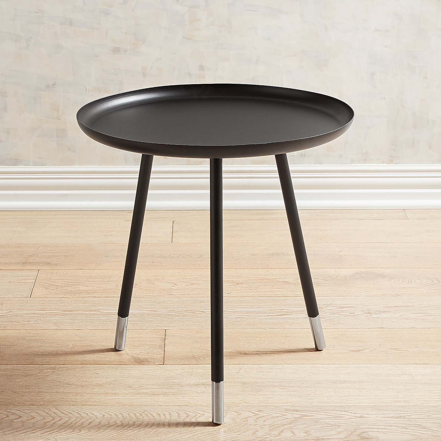 Black Tray Top Round Accent Table