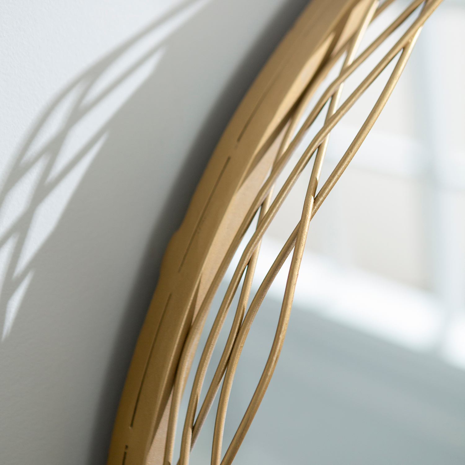 variation thumbnail of Round Mirror with Gold Wire Nest Frame